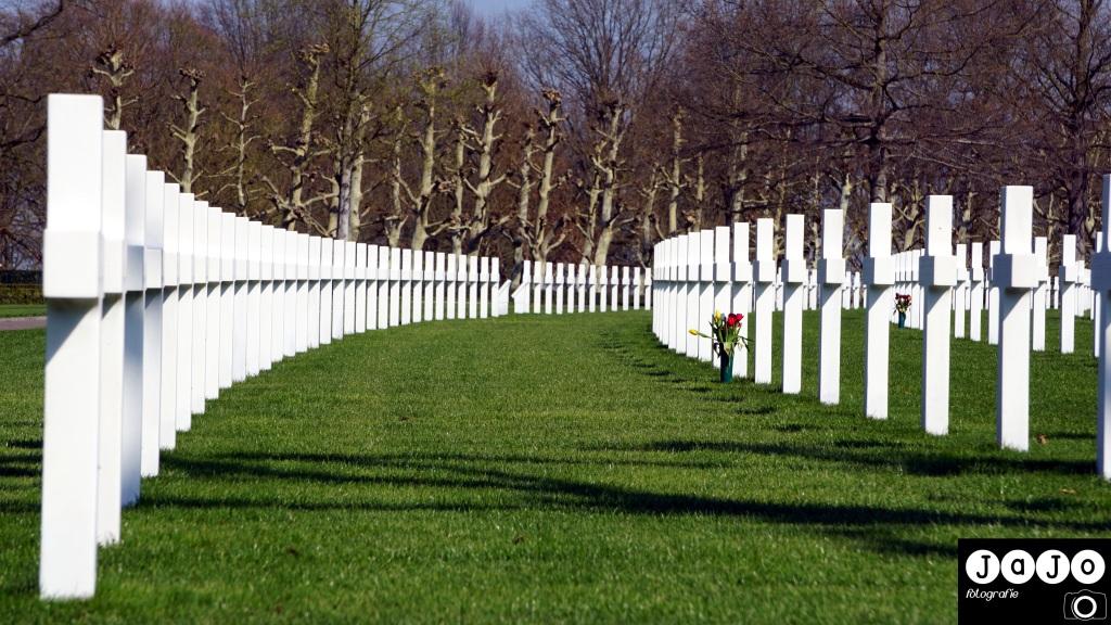 American War Cementery, World war two, World War 2, Herdenken, Bevrijding, 4 Mei, 5 Mei, Herdenken, Margraten, Limburg, Zuid Limburg, Marmeren Kruis, Waaiervorm, Soldaten, Soldier, Hero, Honour, Amerikaanse begraafplaats