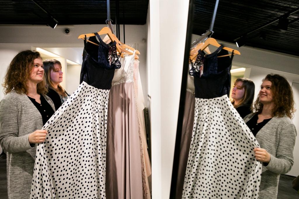 Nienke | Bijtje, Utrecht, Trouwen, Trouwen in 2020, bruiloft, Wedding, trouwen in Utrecht, Bruisatelier, Ready-to-wear