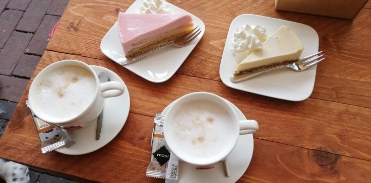 Cappucino, Cheesecake, ' T Scha, Horeca Appelscha, Appelscha, Wandelen, Staatsbosbeheer, Koffie, Thee, Drenthe, Friesland, Drents Friese Wold.
