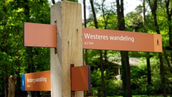 Bewegwijzering van de Westeres Wandeling in Appelscha.